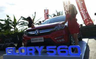 Selain Rush, Harga DFSK Glory 560 Juga Memukul Toyota Veloz - JPNN.com