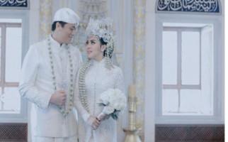 Diundang ke Resepsi Syahrini - Reino, Ayu Dewi Malah Asyik Nonton Konser Ed Sheeran - JPNN.com
