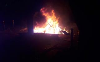 Pospol Thamrin dan Motor Wartawan Dibakar Massa Aksi 22 Mei - JPNN.com