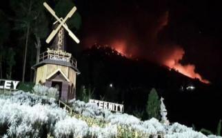 Tanpa Gemuruh dan Ledakan, Gunung Agung Muntahkan Lava Pijar 700 Meter - JPNN.com
