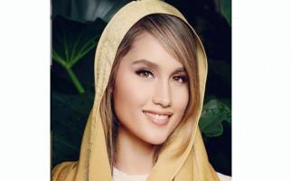 Cinta Laura Berduka - JPNN.com