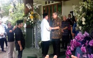 Bertakziah ke Rumah SBY, Prabowo Sebut Bu Ani Istri Prajurit yang Hebat - JPNN.com