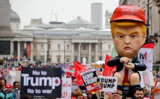 Ditolak Warga Inggris, Trump Naik Helikopter ke Istana Buckingham - JPNN.com