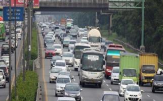 Hari ini Jasa Marga Berlakukan One Way Km 414 - Km 29 Tol Jakarta - Cikampek - JPNN.com
