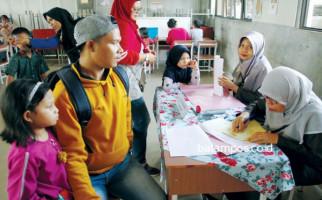 Anak Terganjal PPDB Sistem Zonasi, Ratusan Orang Tua Ngamuk di Kantor Dispendik - JPNN.com