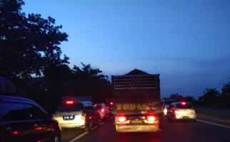 Arus Balik, Tol Palikanci Masih Macet - JPNN.com