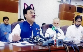 Bikin Ngakak, Menteri Pakistan Live di Facebook Pakai Filter Kucing - JPNN.com