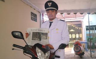 Kisah Brian Handika, Honorer Menyambi Loper Koran, Menang Pilkades - JPNN.com