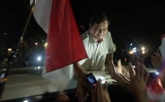 Massa Pendukung Teriak, Minta Prabowo Tetap Semangat - JPNN.com