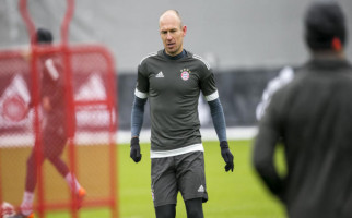 Arjen Robben Gantung Sepatu - JPNN.com