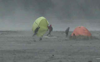 Badai Pasir Landa Kaldera Gunung Bromo, Jangan Lupa Bawa Perlengkapan Ini - JPNN.com