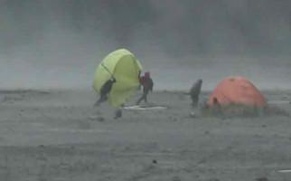 Badai Terdahsyat Jepang Telan Satu Nyawa - JPNN.com