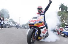 Sam Lowes Riding Keliling Jakarta, Hormat ke Patung Sudirman Hingga Target Moto2 - JPNN.com