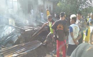 Lilin yang Dimainkan Anak-Anak Membakar Rumah Subagda - JPNN.com
