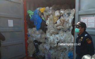 Tujuh Kontainer Sampah Plastik Mengandung B3 Mulai Direekspor ke Negara Asal - JPNN.com