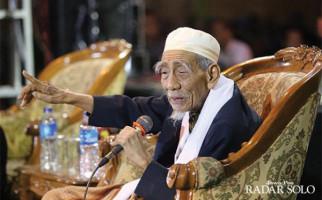 Sosok Mbah Moen di Mata Ustaz Adi Hidayat - JPNN.com