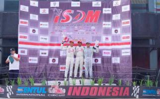 Dua Pembalap Harumkan Nama Indonesia di Japan Super Touring Car - JPNN.com