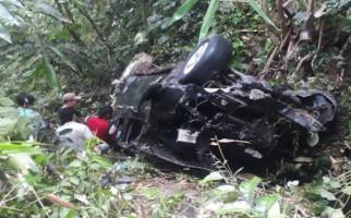 Mobil Masuk Jurang Sedalam 40 Meter, Lima Orang Penumpang Terluka - JPNN.com
