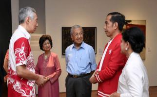 Lihat Nih, Jokowi dan Iriana Disambut Meriah Rakyat Singapura - JPNN.com