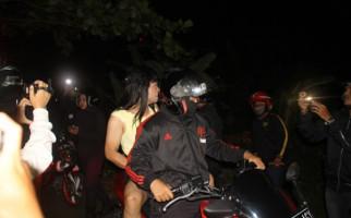 Elvi Siang Kerja Angkut Batu Bata, Malam Tunggu Pria Nakal - JPNN.com