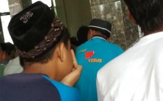 Foto Pria dengan Kaus Aku Cinta Yesus Itu jadi Viral - JPNN.com