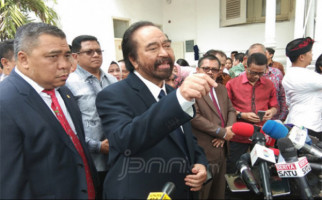 Jokowi Ingin Jaksa Agung dari Nonpartai, Surya Paloh: Mantap - JPNN.com