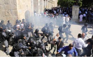 Ratusan Orang Protes Kezaliman Zionis Terhadap Warga Palestina saat Salat Iduladha - JPNN.com