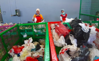 Selama Lima Bulan, Indonesia Sudah Impor 882 Kontainer Sampah Plastik - JPNN.com