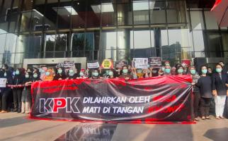 Aksi Rantai Manusia: KPK Dilahirkan Mega, Mati di Tangan Jokowi - JPNN.com