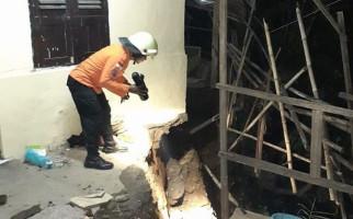 Tanah Longsor Menimpa Rumah di Bogor, Satu Orang Terluka - JPNN.com