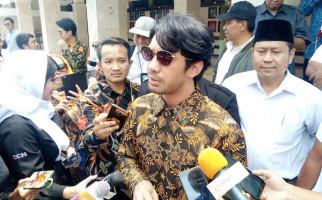 Ziarah ke Makam BJ Habibie, Reza Rahadian Emosional - JPNN.com