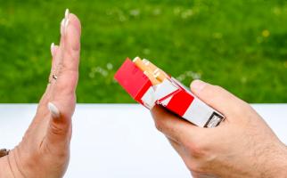 Catat! JKN Terbebani Biaya Pengobatan Penyakit Akibat Rokok - JPNN.com