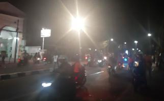 Massa Demo Ricuh Lari ke Petamburan, FPI Langsung Jaga Ketat Markas - JPNN.com