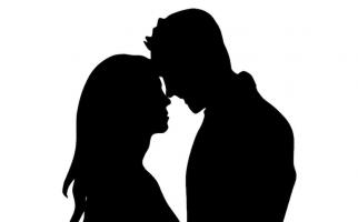 Pintu Dibuka, Eh Ada Pasangan Sedang Asyik Buka Baju - JPNN.com