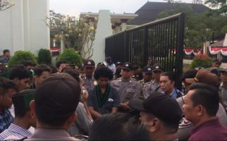 HMI Demo Gubernur-Wagub Banten, Sampaikan Delapan Tuntutan - JPNN.com