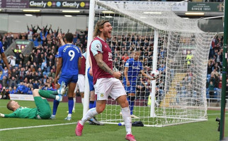 Jeff Hendrick Bawa Burnley Bungkam Everton 1-0 - JPNN.com