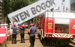 Papan Nama Kabupaten Bogor Dibongkar - JPNN.com