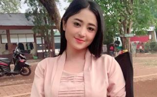 Protes ke Ruben Onsu, Dewi Perssik: Ngapain Bahas Meldi  - JPNN.com