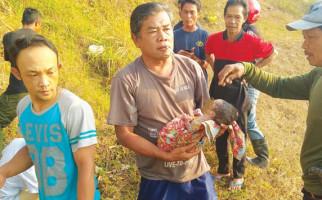Bayi Tanpa Anus Dibuang Ibunya di Saluran Air Pinggir Jalan Tol Cisumdawu - JPNN.com