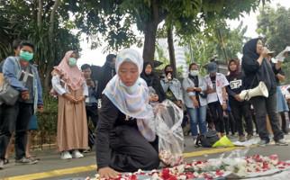 Solidaritas Emak-Emak Minta Polisi Bebaskan Pelajar dan Mahasiswa - JPNN.com