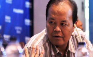 Ustaz HNW Pengin Pak Jokowi Berlakukan UU Pesantren sebelum Hari Santri - JPNN.com
