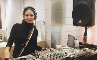 Kabar Bercerai Diam-diam, Mey Chan: Enggak Ada Suami, I'm Single - JPNN.com