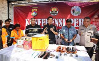 Disembunyikan dalam Sol Sandal, Sabu-sabu Dideteksi Petugas - JPNN.com