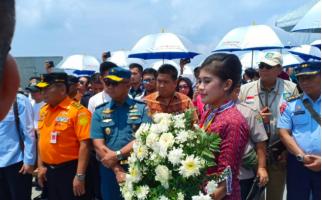 Tabur Bunga di Laut Mengenang Para Korban Kecelakaan Pesawat Lion Air JT 610 - JPNN.com