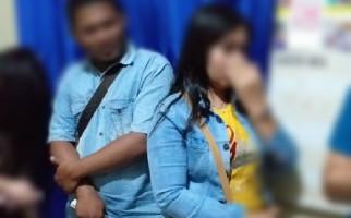 Sedang Asyik di Kamar, Empat Pasangan Mesum Gelagapan Didatangi Polisi - JPNN.com