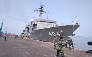 Kapal Perang Angkatan Laut Jepang Merapat di Tanjung Perak Surabaya - JPNN.com