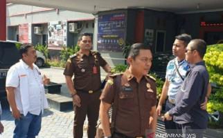 Kejaksaan Resmi Tahan Tersangka Korupsi Dana Hibah Yudhi Veryantoro - JPNN.com