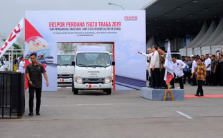 Jokowi Melepas Ekspor Perdana Isuzu Traga dengan Fasilitas KITE - JPNN.com