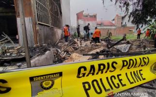 Polisi Selidiki Kebakaran Ruko yang Menewaskan Tiga Orang di Karawang - JPNN.com