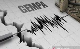 Gempa 6,8 SR di Maluku Utara, Ratusan Rumah Warga Hancur - JPNN.com